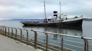 Analizan dos ofertas para recuperar el barco emblema de la costa de Ushuaia