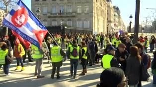 """Se cumplieron tres meses de la primera marcha de los """"chalecos amarillos"""""""