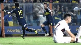 Boca le ganó a Lanús y sigue con chances