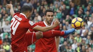 Sevilla se hizo fuerte de local, le ganó a Lazio y avanzó a la siguiente instancia