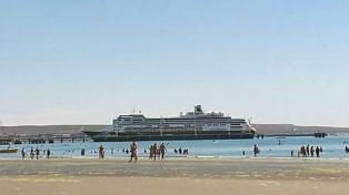 Amarró un lujoso crucero en Puerto Madryn fuera de temporada