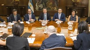 Dujovne y Sandleris encabezaron la reunión de cierre de la misión del FMI