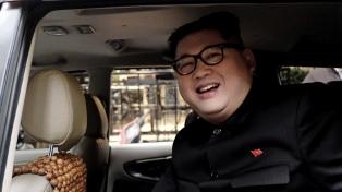 Un imitador de Kim, deportando por la cumbre con Trump