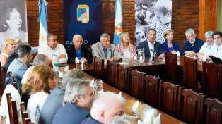 El PJ sumó a Alberto Fernández y a Gray, pero sigue sin definiciones electorales