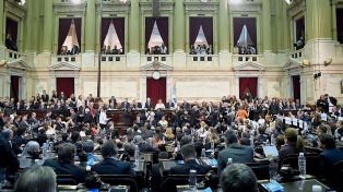 El oficialismo resaltó el anuncio del aumento de la AUH y criticó los gritos de la oposición