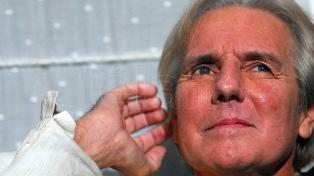 """Sergio Denis en """"estado crítico"""" tras caer al foso de un teatro de Tucumán"""