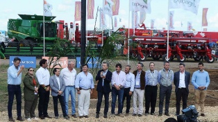 """Macri aseguró que el campo """"volverá a poner en marcha a los pueblos del país"""""""