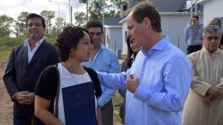 Bordet inauguró las primeras viviendas construidas con fondos provinciales de su gestión