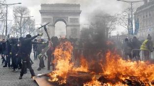 """Los """"chalecos amarillos"""" lanzaron un ultimátum en una nueva jornada violenta"""