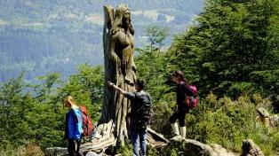 El Bosque Tallado realza la belleza de los bosques de lengas del cerro Piltriquitrón