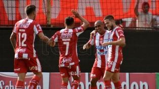 Unión goleó a Lanús y se ubicó en zona de la Sudamericana