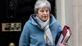 May, contra las cuerdas, pospone la votación del Brexit