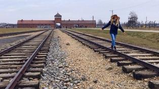 El museo de Auschwitz pidió a los visitantes no sacarse fotos frívolas