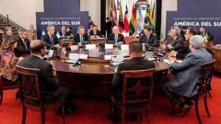 """Macri exhortó en Chile a lograr """"soluciones duraderas que trasciendan los mandatos"""""""