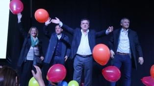Negri presentó la lista de candidatos y convocó a clos ordobeses a votar entre la decadencia o la decencia