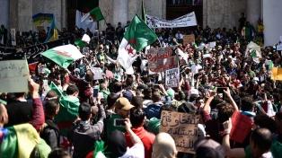 Otra movilización de estudiantes argelinos en reclamo de cambio de gobierno