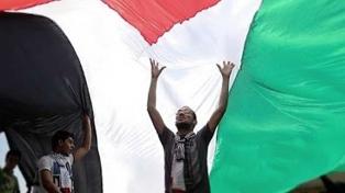 Palestinos protestan en el aniversario de su éxodo por la creación de Israel