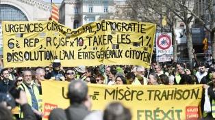 """El gobierno prepara una baja fiscal en respuesta a los """"chalecos amarillos"""""""