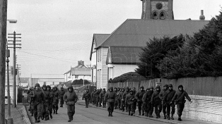 """Militares deberán responder si """"enterraron hasta el cuello"""" y """"estaquearon"""" a soldados en Malvinas"""