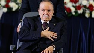 Bouteflika oficializó su renuncia, tras 20 años en el poder