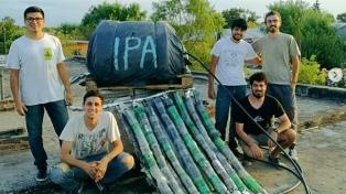 Estudiantes de Rosario fabrican termotanques solares para barrios de bajos recursos