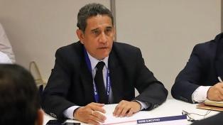 Un ex primer ministro de Vizcarra aparece primero en intención de votos