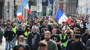 """Nueva marcha de los """"chalecos amarillos"""" contra Macron"""