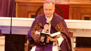 Trasladan a Roma a un obispo que fue blanco de  un plan para asesinarlo