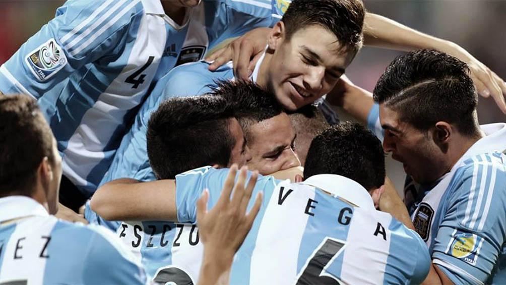 Argentina ante Camerún en busca de un triunfo que lo acerque a octavos de final
