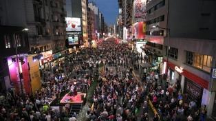 Miles de personas en la reinauguración de la avenida Corrientes como peatonal