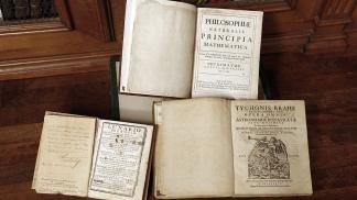 La Unlp Pone A Disposición Una Obra Maestra De Isaac Newton Télam Agencia Nacional De Noticias