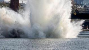 Detonan una bomba de la II Guerra Mundial sumergida en un río en el centro de Frankfurt
