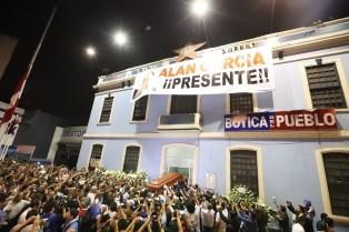 Velan los restos de Alan García en la sede de su partido en Lima