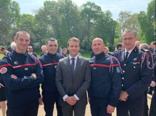 El presidente Macron rindió homenaje a los bomberos que combatieron el fuego en Notre Dame