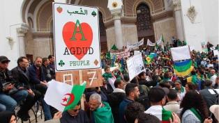 Las protestas cumplen dos meses entre maniobras del régimen para desactivarlas