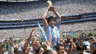 El intacto magnetismo de un Maradona de película llegó a Cannes