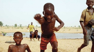 """Los anhelos y penurias de los inmigrantes senegaleses, en """"Estoy acá"""" (Mangui Fu)"""
