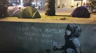 Apareció un posible grafiti de Bansky tras una protesta ecologista en Londres