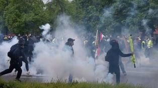 """Enfrentamientos entre """"chalecos amarillos"""" y policías en Estrasburgo"""