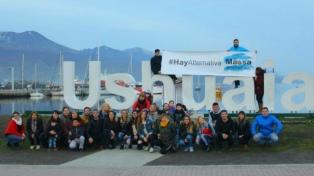 La juventud del FR empezó la campaña callejera en el día de cumpleaños de Massa