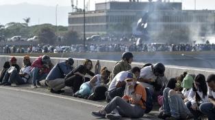Reprimen con gases lacrimógenos el inicio de la protesta antichavista