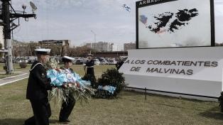 Nadadadores marplatenses cruzaron el río Negro para homenajear a los caídos en Malvinas