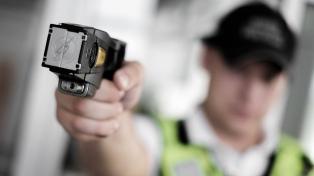La provincia no comprará pistolas Taser para las fuerzas locales