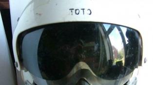 Se vendió por más de 700 mil pesos un casco de Malvinas en Londres