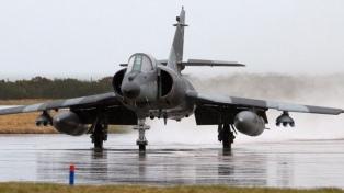 Por huelga de remolcadores, no ingresan los aviones comprados a Francia