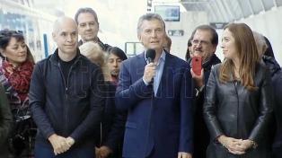 """""""Por más dudas que haya, es por acá"""", dijo Macri al inaugurar el Viaducto Mitre"""