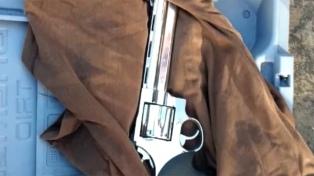 Encuentran dos escopetas en la casa del artesano que quiso entrar armado