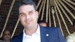 Hallan indicios de lavado de dinero en torno al hijo de Bolsonaro