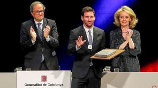 """Messi recibió la Cruz de Sant Jordi por su """"humildad y honestidad"""""""