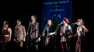 Cuerdos Vocales mostró la excelencia de su folclore urbano junto a La Charo